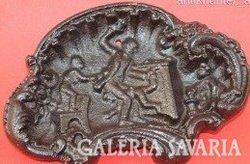 Ca. 100 éves dombormintás jelenetes vas hamutál