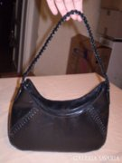 Szép fekete táska