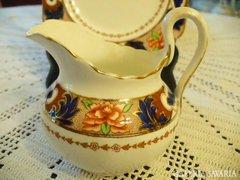 Tuscan angol porcelán tejkiöntő