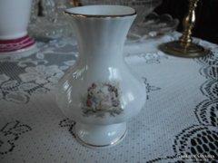 Jelenetes porcelán váza