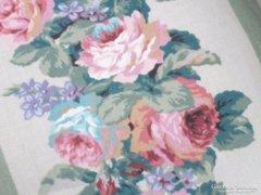 Rózsás ,virágos sötétítő függöny drapériával