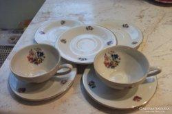 Porcelán csésze + kistányérok eladó!