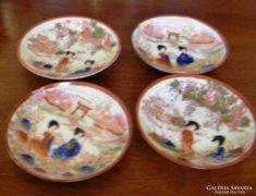 4 db kézzel festett, antik keleti porcelán 9 cm átm.