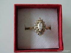 Arany gyűrű briliáns csiszolású cirkonia kövekkel