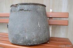 Iszlám rézüst egyiptomi piramisokkal fáraókkal díszítve