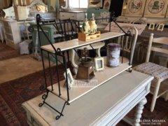 Provence bútor, antikolt kovácsoltvas polc.