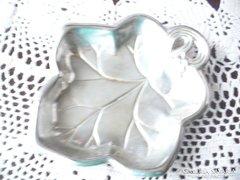 Levél formájú ezüstözött kis kínáló