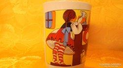 Zsolnay porcelán  mesefigurás csésze