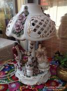Román porcelán figurális lámpa