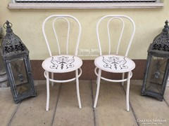 Provence bútor, antikolt fehér thonet fórmájú vas szék.