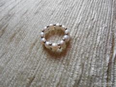 Elegáns gyöngyös gyűrű