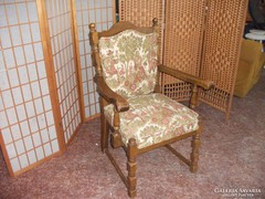 Antik kárpitozott karfás szék eladó!