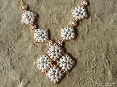 Fehér és arany gyöngy ékszer szett - nyaklánc és fülbevaló