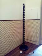 Koloniál s. fa állólámpa, lámpa