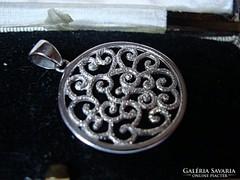 Designer kézműves ezüst medál