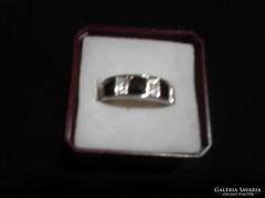 Fekete-fehér köves gyűrű