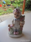 Porcelán kisgyerek