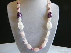 Rózsakvarc nyaklánc porcelán gyöngyökkel