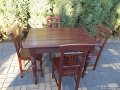 Régi népi asztal székekkel