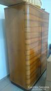 Politúrozott dió kétajtós szekrény + üveges vitrin 1965-ből