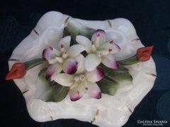 Capodimonte-bidermaier plasztikus virágos bonbonier