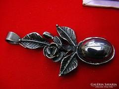 Hematitos virágos ezüst medál
