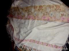 Antik vajszínű damaszt/szövött abrosz