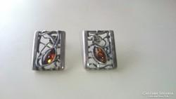 Gyönyörű ezüst fülbevaló borostyánkövekkel díszítve