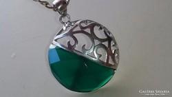 Gyönyörű zöld köves ezüst medál