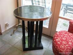 Különleges art-deco nyolc lábú asztal most kedvezménnyel