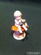 Ilmenau gombán ülő kisfiú porcelán figura