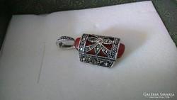 925 ezüst medál Vörös kővel és markazittal