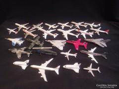33 db fém repülő modell
