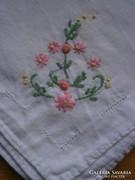 1190. Díszzsebkendő - hímzett