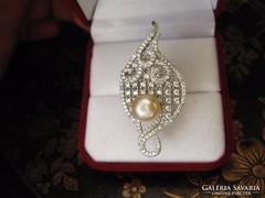 Kecses ezüst igazgyöngy gyűrű topázokkal