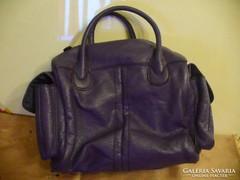 Női lila táska két oldalzsebbel