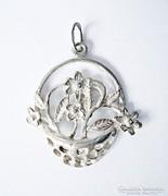 Szecessziós virágkosár ezüst medál