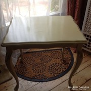 Rokoko krém szinű asztal