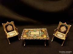 Miniatűr asztalka, székekkel