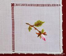 Textil szalvéta, hímzett és azsúrozott