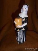 Limoges-i porcelán figura