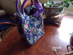 Különleges kis táska