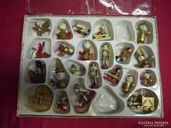 Régi fa karácsonyfadíszek arany,és piros ,eredeti dobozában.