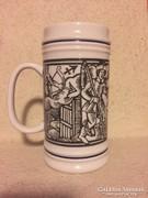 Hollóházi nagy söröskorsó, középkori jelenettel (90)