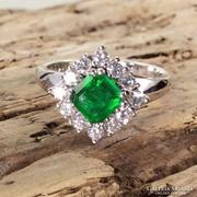 Arany gyűrű smaragd és gyémántokkal. 14k