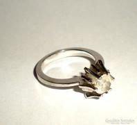 Ezüst gyűrű, különleges foglalattal