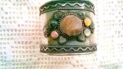 Tibeti ezüst karkötő ásványkövekkel