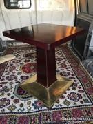 Kàvèhàzi asztal