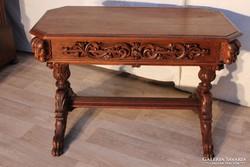 Reneszánsz stílusú,dúsan faragott,térbe állítható íróasztal
