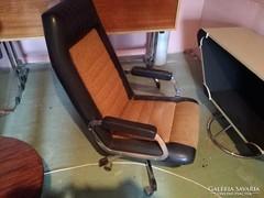 Retro magastámlás fotel